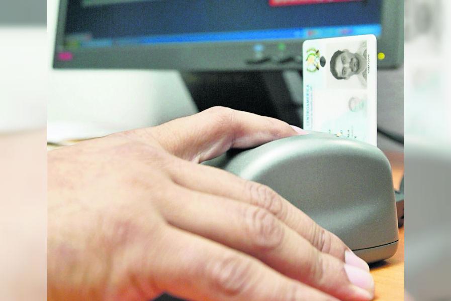 Para estar empadronado el ciudadano necesita contar con el DPI en buen estado (Foto Prensa Libre: Hemeroteca PL)