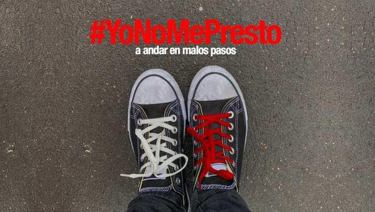 La campaña #YoNoMePresto hace un llamado a no participar en actos de corrupción y se identifica por utilizar cordones o cintas rojas. (Foto Prensa Libre: Cicig)