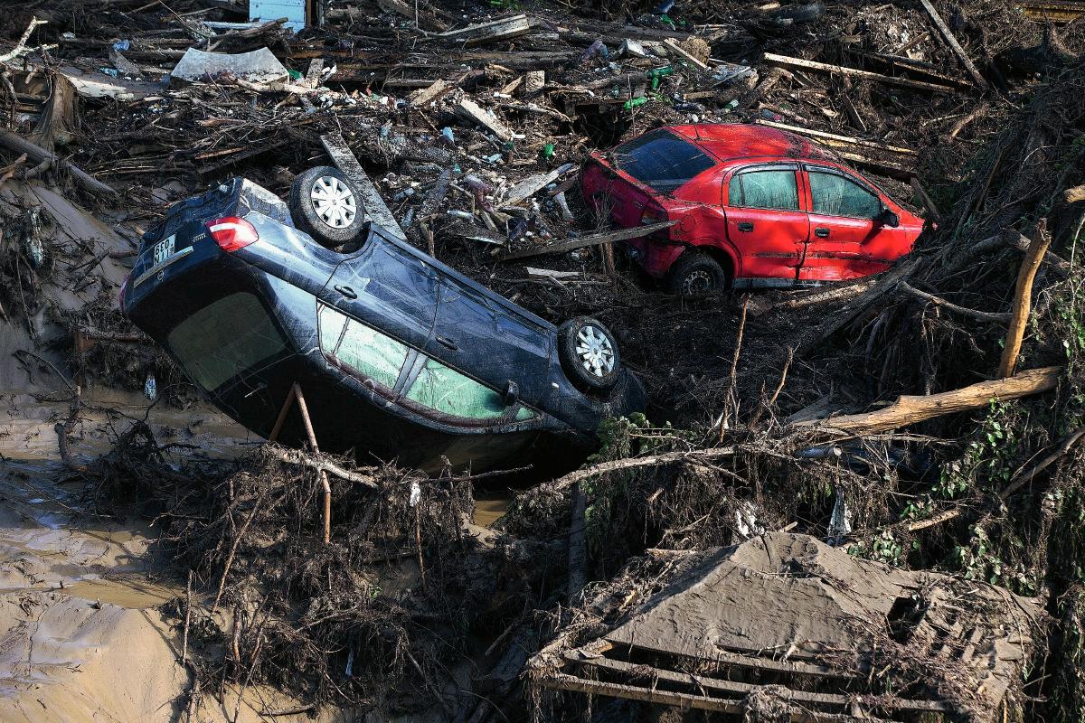 Georgia busca a personas y animales tras inundaciones