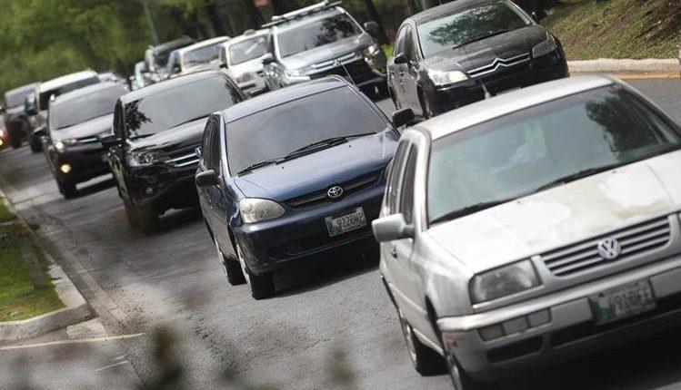 El Código Tributario establece posibilidad de rebaja del 75% del multas para el pago extemporáneo del impuesto sobre circulación de vehículos. (Foto, Prensa Libre: Hemeroteca PL).