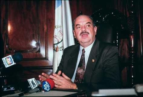 El 25 de mayo, el expresidente Jorge Antonio Serrano Elías informó a la Prensa de las medidas adoptadas.