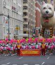Artistas participan durante el desfile del día de Acción de gracias de Macy's. (Foto Prensa Libre: AFP).