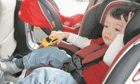 Los niños menores de 4 años deben viajar en silla para auto o cinturón de seguridad. (Foto Prensa Libre: Brenda Martínez).