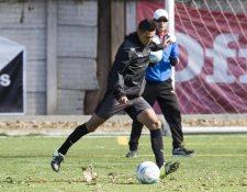 El volante guatemalteco Jorge Aparicio comenzará una nueva aventura en su carrera, ahora vistiendo los colores de Deportivo Guastatoya. (Foto Prensa Libre: Hemeroteca PL)