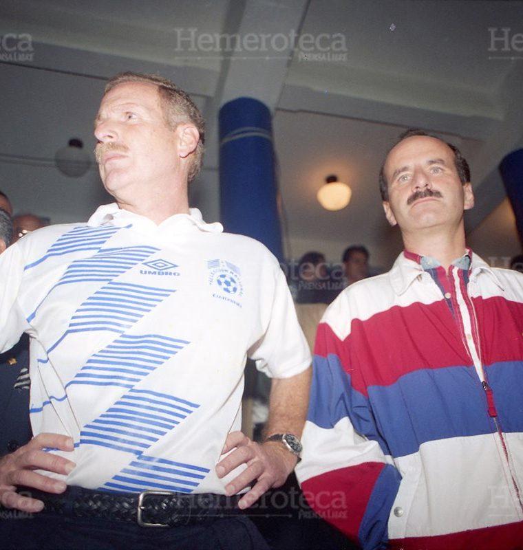 El presidente Alvaro Arzú, acompañado por su homólogo José María Figueres, de Costa Rica lamentan lo sucedido previo al encuentro de futbol entre las selecciones de Guatemala y Costa Rica. (Foto: Hemeroteca PL)