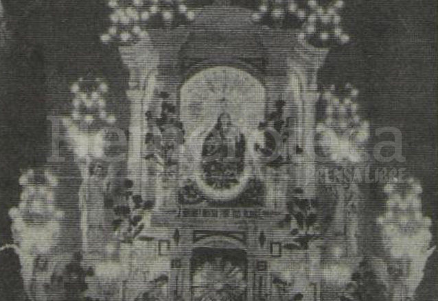 El antiguo altar de la Virgen del Rosario era de mármol y profusamente iluminado. Fue sustituido por el actual, en la década de 1950. (Foto: Hemeroteca PL)