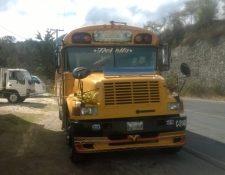 Autobús en el que viajaban las personas que resultaron heridas en el km 222. (Foto Prensa Libre: Cortesía Érick Colop)