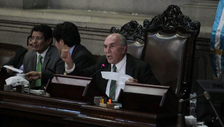 El presidente del Congreso Mario Taracena, durante la aprobación de las reformas a la Ley Orgánica del Congreso. (Foto Prensa Libre: Esbin García)