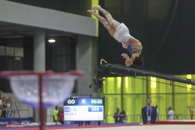 El gimnasta nacional Jorge Vega, se quedó con la medalla de oro en piso, en Barranquilla 2018. (Foto Prensa Libre: Cortesía ACD)
