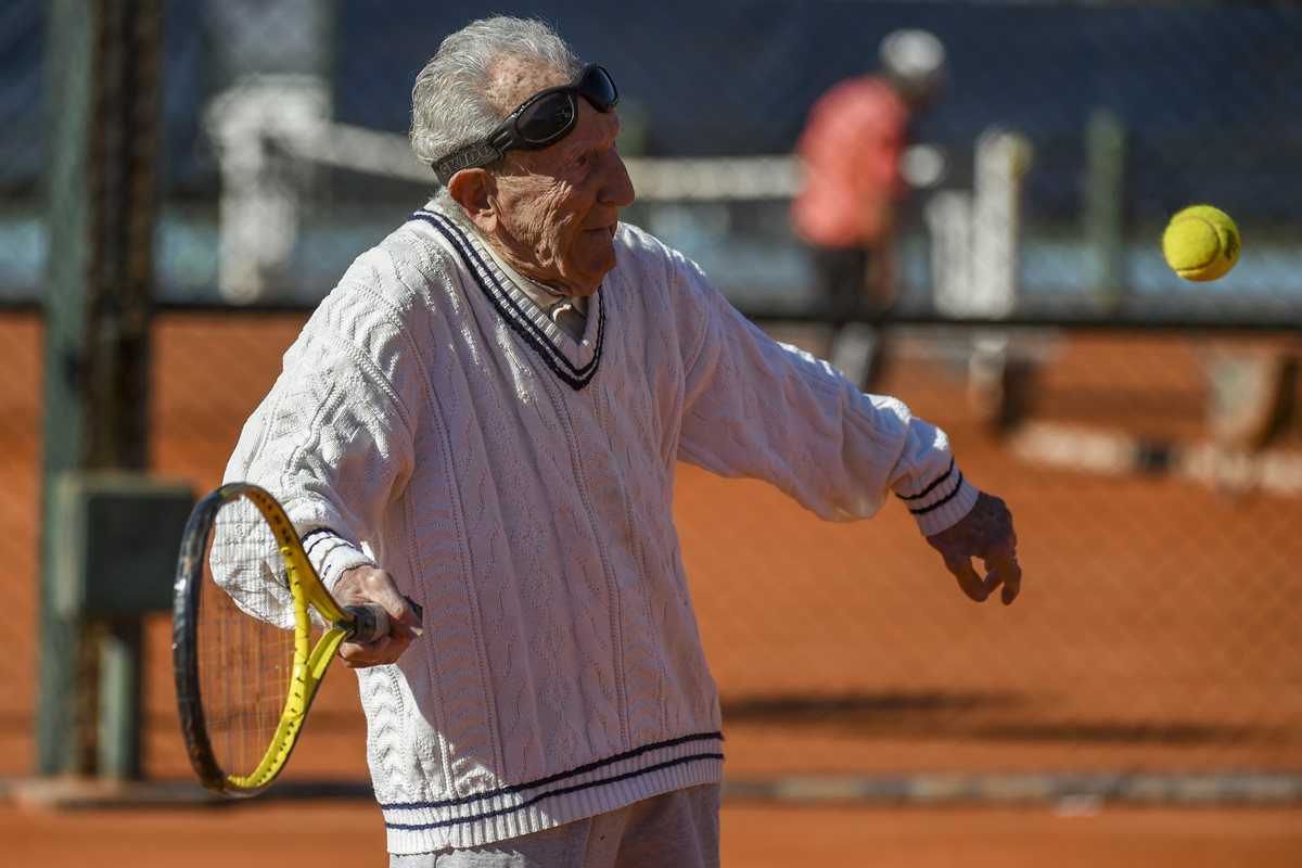 Armenian-born Argentine 100-year-old Artyn Elmayan plays tennis at the River Plate Club in Buenos Aires, on May 16, 2017.Elmayan survived the Armenian genocide but lost his father at the age of two, reinvented his life in Argentina after arriving at the age of 21 and at age 100, still in good health, he plays tennis three times a week. / AFP PHOTO / Eitan ABRAMOVICH