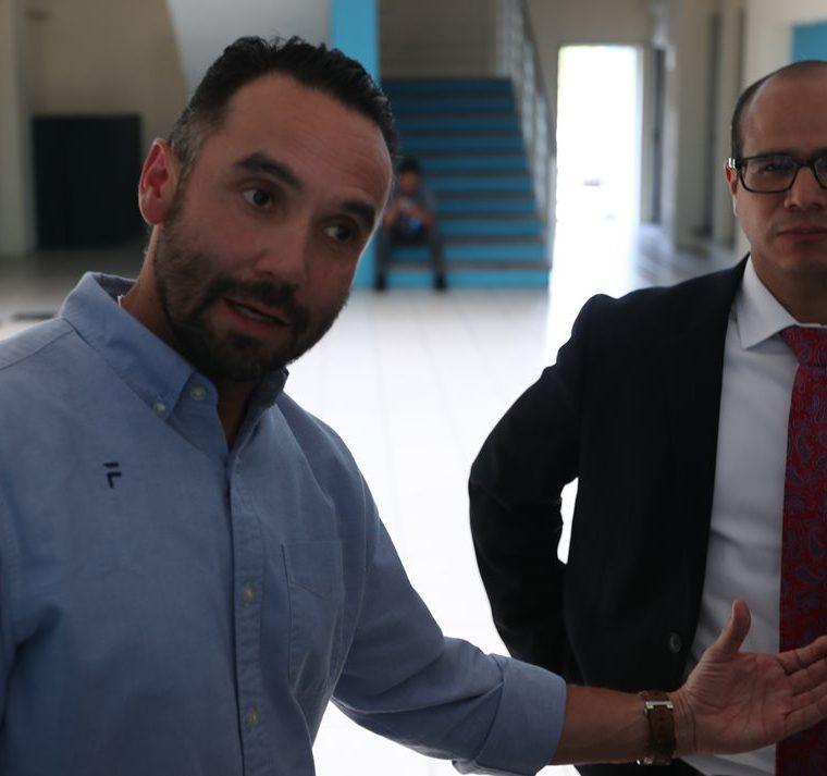 Eduardo Navas, tesorero,  y Carlos Fernández, secretario, integrantes del Comité Ejecutivo de la Fedefut. (Foto Prensa Libre: Carlos Vicente)