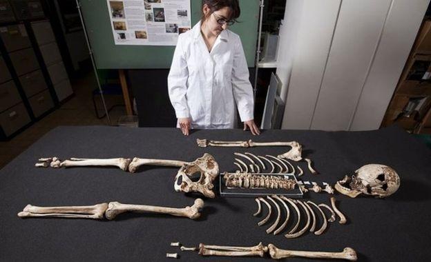 """El esqueleto del """"hombre de Cheddar"""" fue encontrado hace más de un siglo en gran estado de conservación. EPA"""