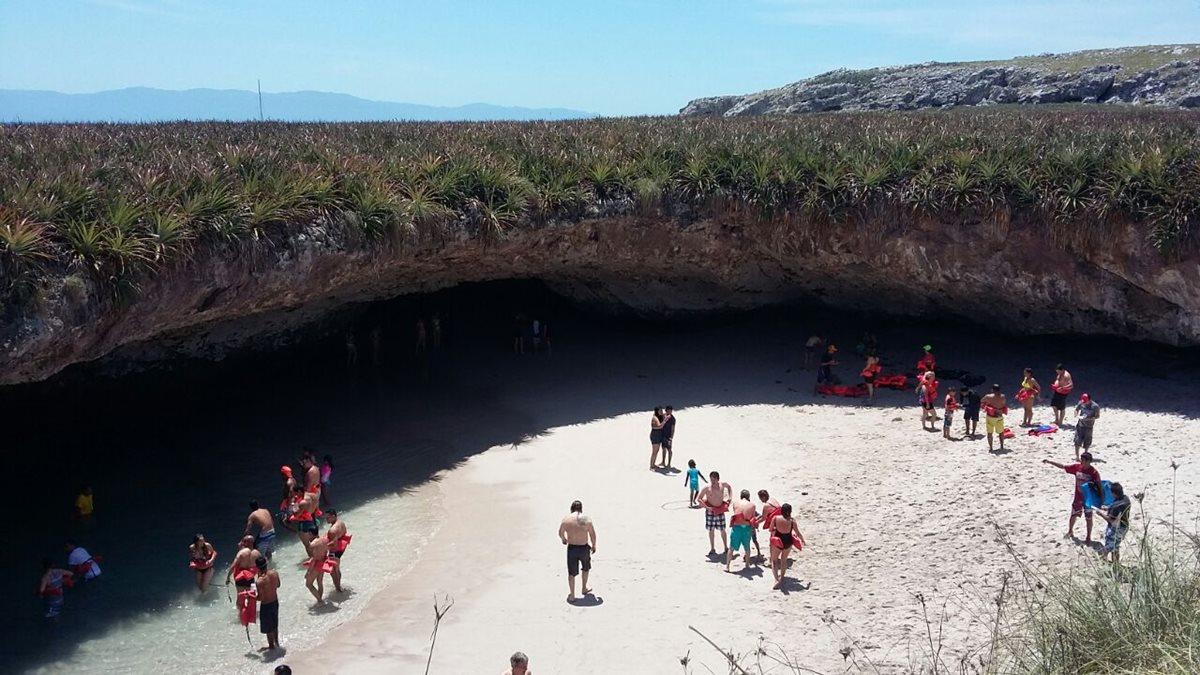 """La """"Playa del Amor"""" presenta una grave degradación en sus ecosistemas marinos (Foto Prensa Libre: EFE)"""