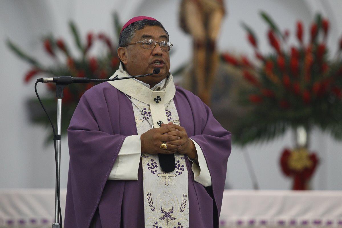 """El Arzobispo afirmó que los católicos no pueden aceptar el término """"matrimonio homosexual"""". (Foto Prensa Libre: Hemeroteca PL)"""