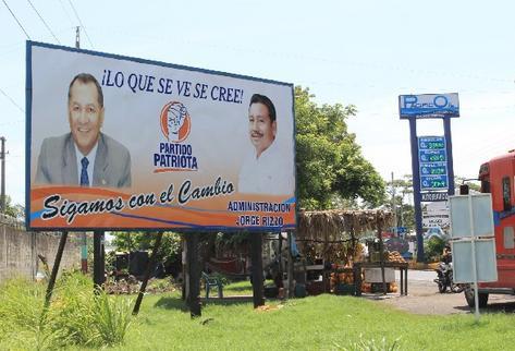 En Puerto  San José,  Escuintla, se promocionan el presidente del Congreso y el alcalde Jorge Rizzo.