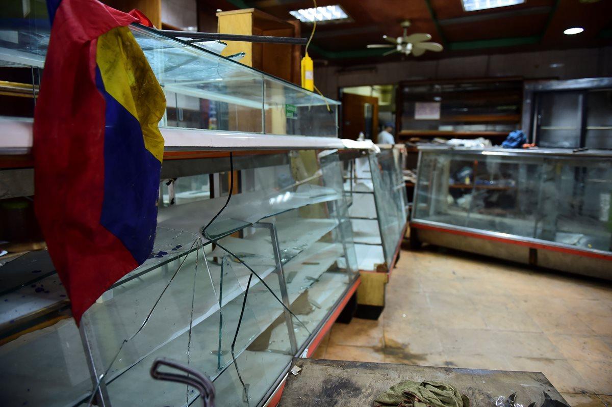 Saqueos se suman a disturbios en las calles de Venezuela