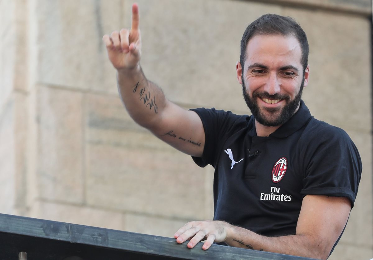 Higuaín buscará hacer historia en el Milán tras su buen paso por la Juventus. (Foto Prensa Libre: AFP)
