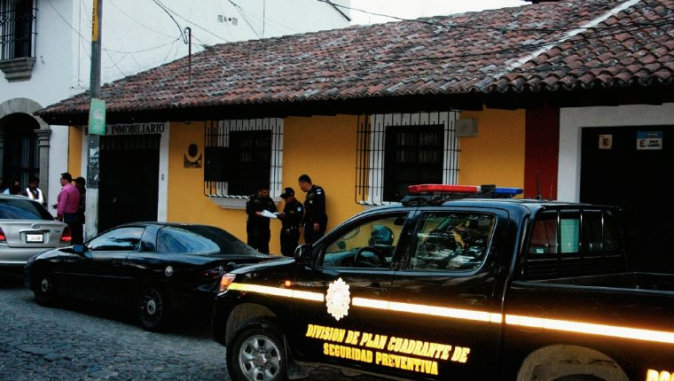 Agencia donde  ocurrió el robo  está ubicada en la calzada Santa Lucía Sur No. 37, Antigua Guatemala, Sacatepequéz. (Foto Prensa Libre: Renato Melgar)