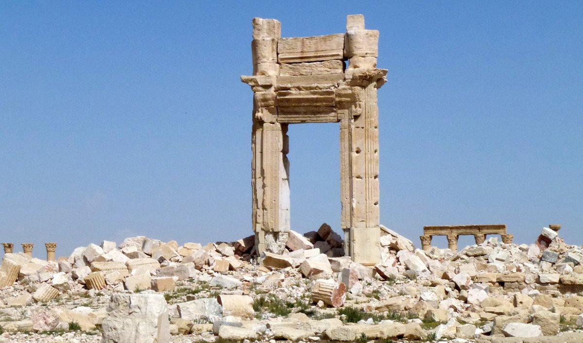 Vista general de los restos de un templo icónico de Palmira, destruido por el Estado Islámico. (Foto Prensa Libre. AFP).