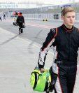 El piloto  Mick Schumacher fue captado mientras abandona el circuito de Oschersleben, Alemania. (Foto Prensa Libre: EFE)