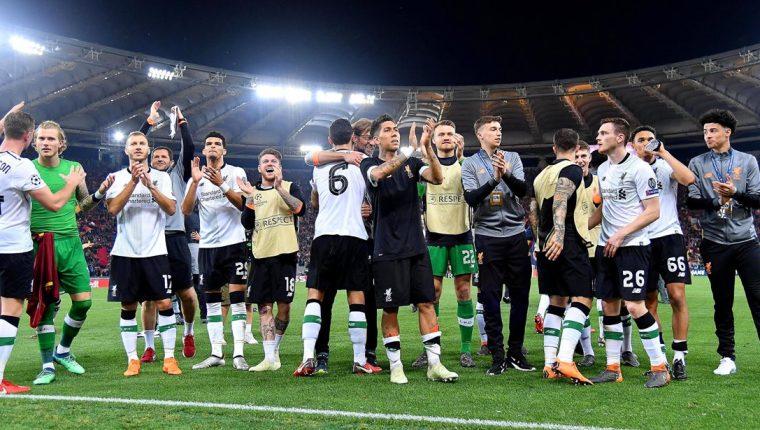 Los jugadores del Liverpool celebran su clasificación a la final de la Champions después de derrotar a la Roma. (Foto Prensa Libre: EFE)