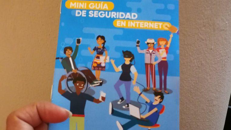 La miniguía entregada al Mineduc permitirá a los maestros adentrarse en temas relacionados al internet, y enseñará cómo guiar a los estudiantes a utilizarlo de manera segura. (Foto Prensa Libre: Ana Lucía Ola)
