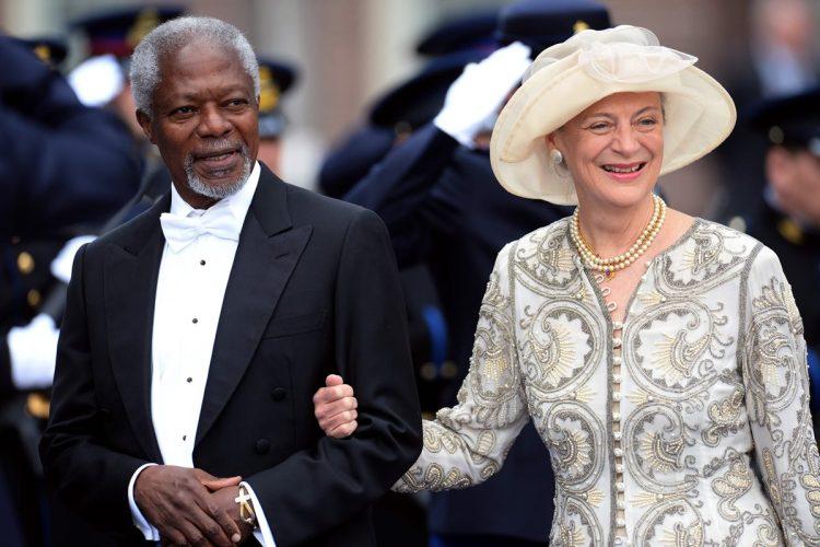 Kofi Annan, junto a su esposa Nane Lagergren, asistieron a la investidura del rey Willem-Alexander, de Holanda, en 2013.