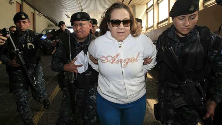 Magistrada Blanca Stalling detenida en Tribunales por una orden de captura por tráfico de influencias. (Foto Prensa Libre: Carlos Hernández Ovalle)