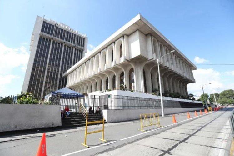 Los 11 mil 500 empleados del Organismo Judicial (OJ) esperan la decisión del pleno de magistrados por la petición de bonos de fin de año. (Foto Prensa Libre: Hemeroteca)