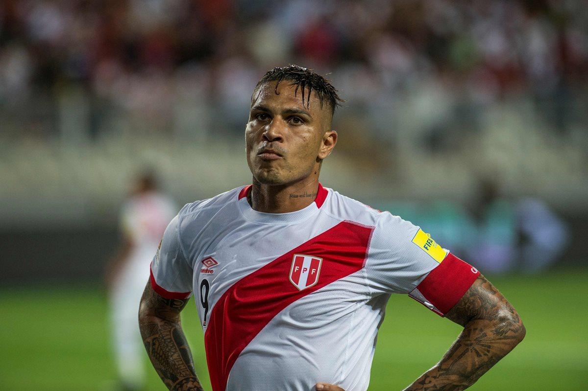 La noticia de que Paolo Guerrero no estará en Rusia, ha devastado a Perú que confiaba en su capitán. (Foto Prensa Libre: AFP)
