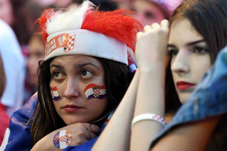 Las seguidoras croatas lucían tristes cuando su equipo perdía 1-0.