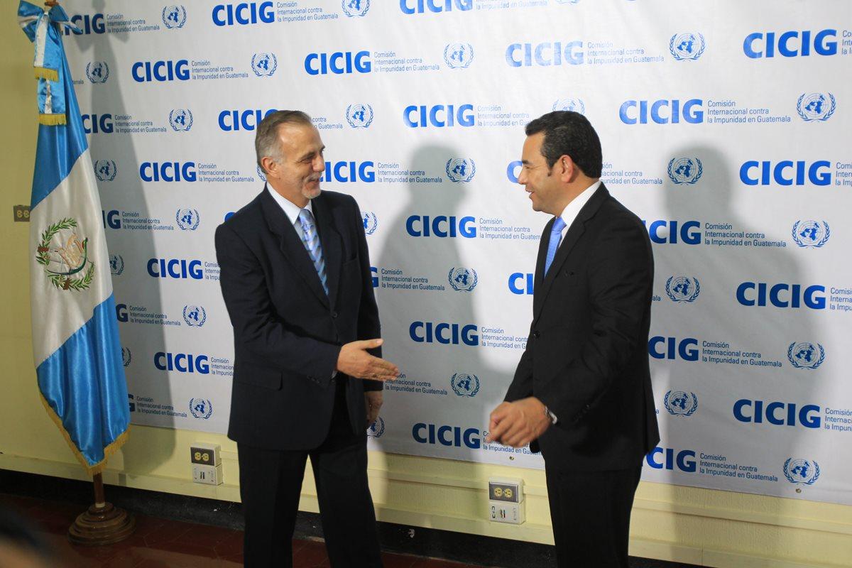Iván Velásquez y Jimmy Morales durante una conferencia de prensa. (Foto Prensa Libre: Hemeroteca PL).