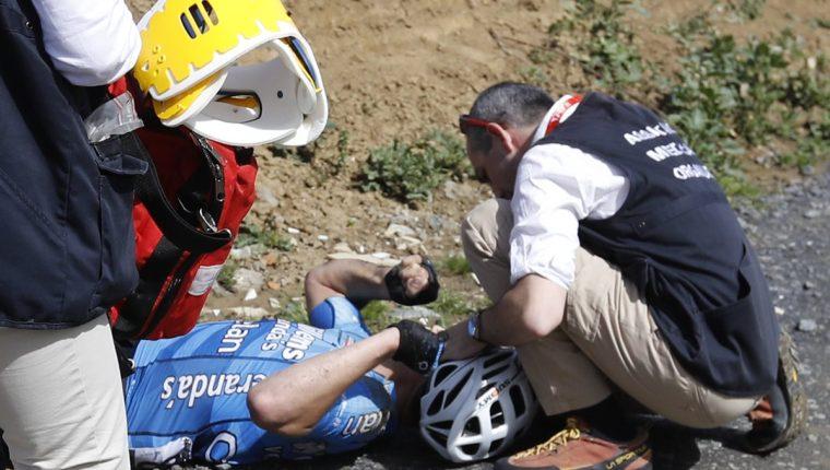 Michael Goolaerts recibió atención médica inmediata luego de su caída. (Foto Prensa Libre: EFE)