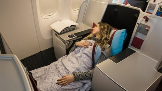 Los asientos de primera clase en aviones grandes normalmente cuentan con un amplio espacio. GETTY IMAGES