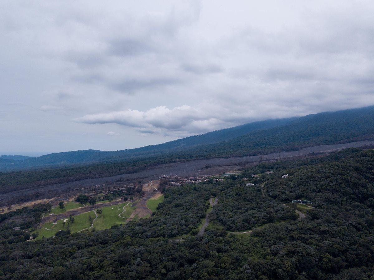 Autoridades reconocen que la reconstrucción en las zonas afectadas después de la erupción será difícil. (Foto Prensa Libre: EFE)