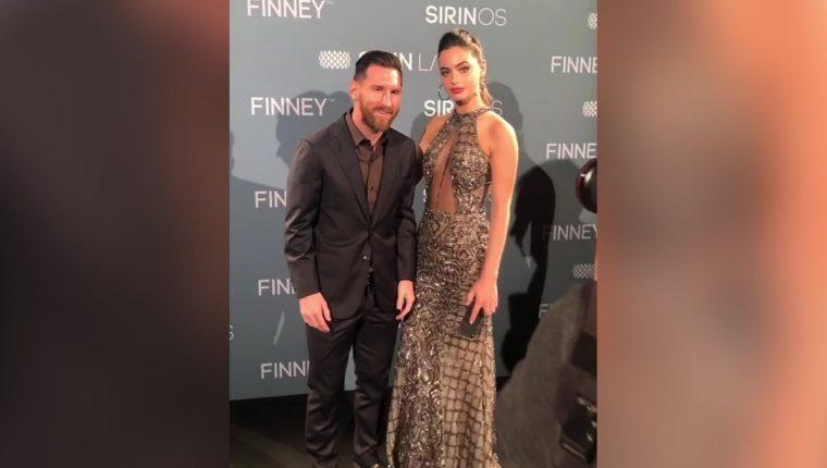 Lionel Messi posó así junto a la modelo israelí Yel Shelbia. (Foto Prensa Libre: Redes)