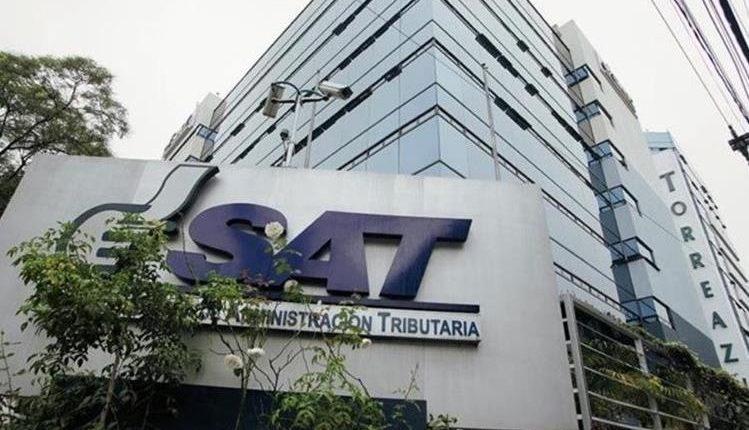 Las oficinas centrales y sucursales de la SAT no atenderá al público el lunes por aniversario. Solo el personal del servicio aduanero trabajará. (Foto Prensa Libre: Hemeroteca)