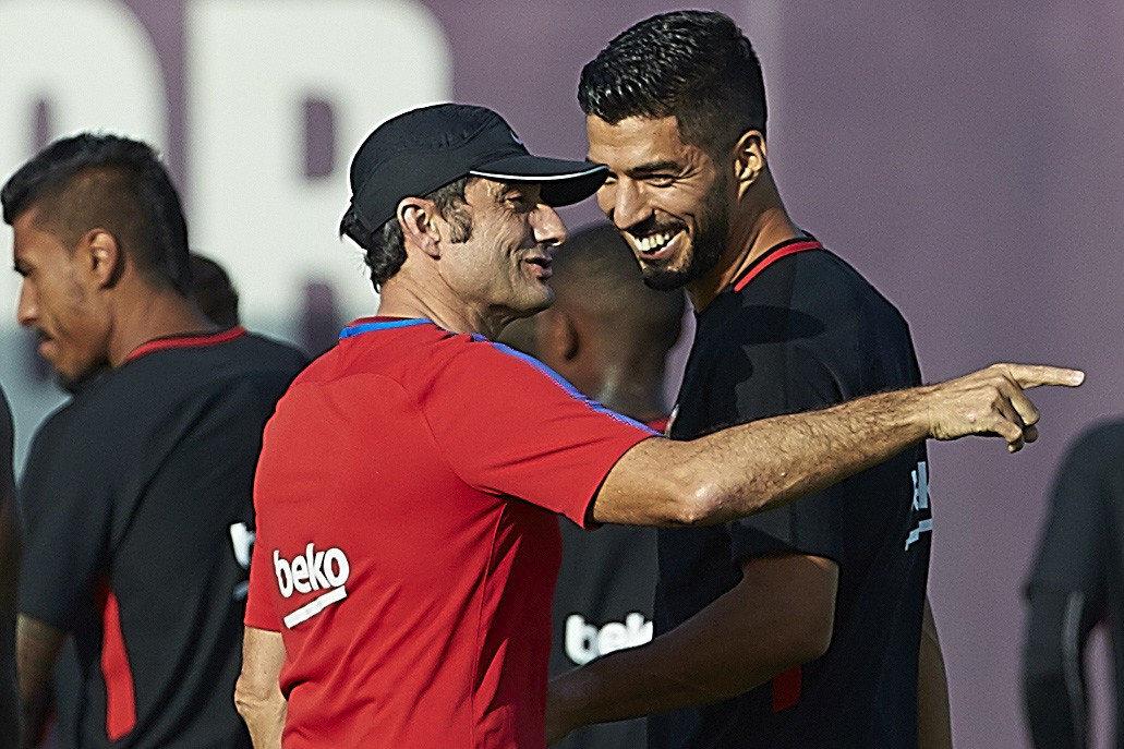 El delantero Luis Suárez puede ser una opción para el duelo frente Alavés. (Foto Prensa Libre: EFE)