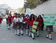 Estudiantes protestan en Salamá, Baja Verapaz, para exigir maestros. (Foto Prensa Libre: Carlos Grave)
