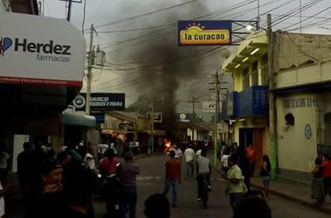 Tensión se vive en Patulul luego de linchamiento de un presunto delincuente. (Foto Prensa Libre: Melvin J. Popá)