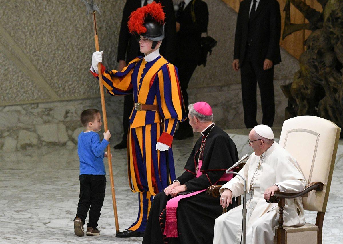 El niño argentino con autismo le roba el protagonismo al papa Francisco.
