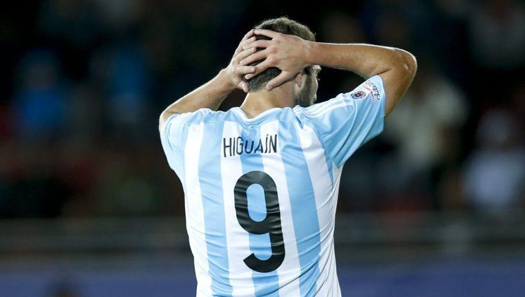 Gonzalo Higuaín le dijo adiós a la 'Albiceleste'. (Foto Prensa Libre: EFE)