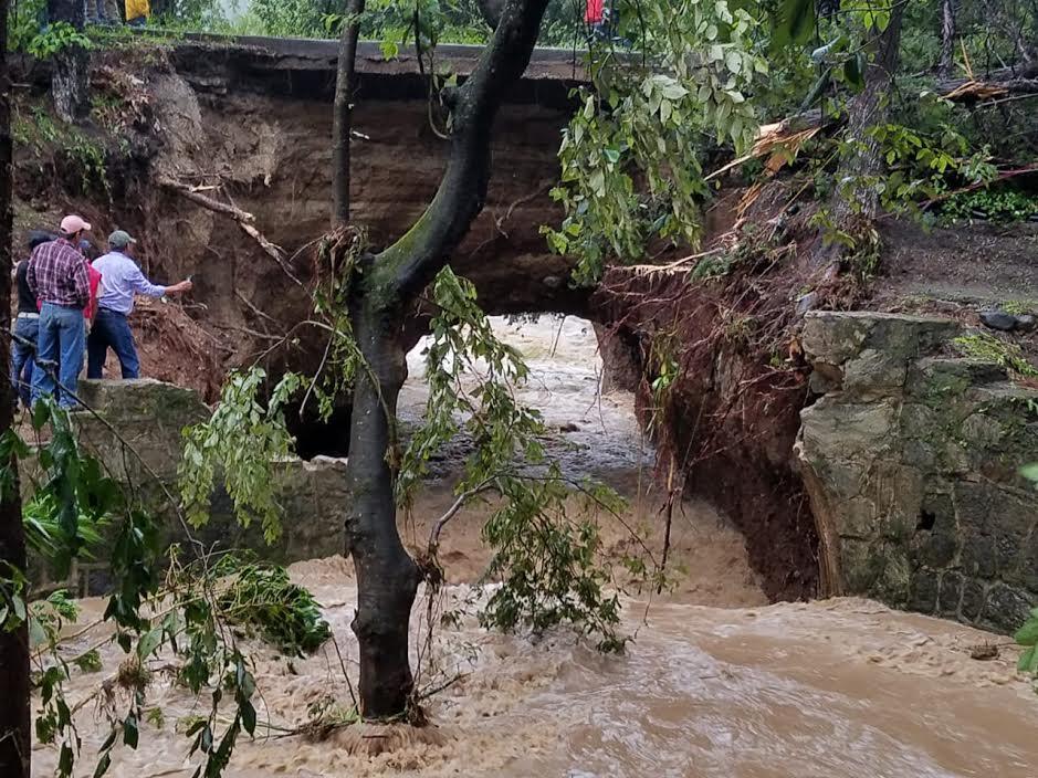 Ruta entre Quetzaltenango y Huehuetenango permanece cerrada, por colapso de tramo carretero. (Foto Prensa Libre: Fred Rivera)