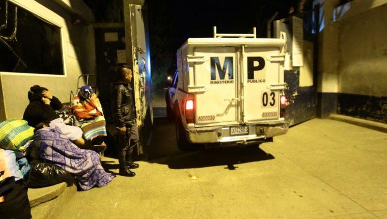 Ministerio Público ingresa a la cárcel Pavón por muerte de un reo durante disturbios. (Foto Prensa Libre: Álvaro Interiano)