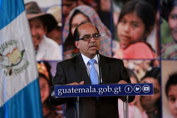 Óscar Hugo López, ministro de Educación, confirmó que apelaron el fallo ante la CC la semana pasada y que esperan la resolución final, la que acatarán, sea cuál sea. (Foto Prensa Libre: Hemeroteca PL)