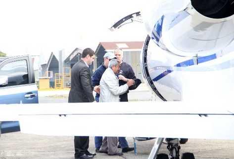 Lorenzana  lima  es  conducido a la aeronave,  e inmediatamente  el avión despega rumbo a Nueva York, donde enfrentará a la justicia por delitos relacionados con el narcotráfico.