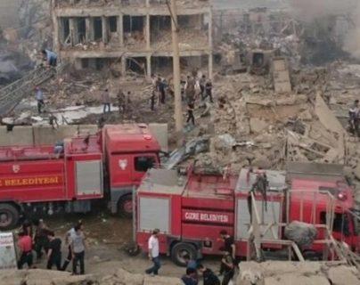 Atentado con camión bomba en Turquía deja varios muertos. (Foto: Twitter)