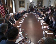 Donald Trump, durante la inusual reunión con ambos partidos en el Congreso. (Foto Prensa Libre: EFE)