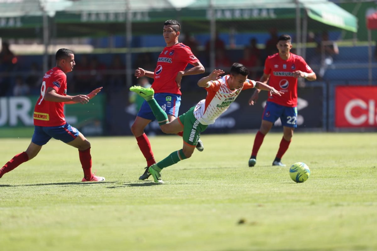 Siquinalá sacó la casta en El Trébol y es la segunda vez que le gana a Municipal en el campeonato. (Foto Prensa Libre: Francisco Sánchez)