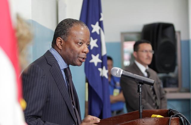 Embajador Todd Robinson deja el país tras concluir período